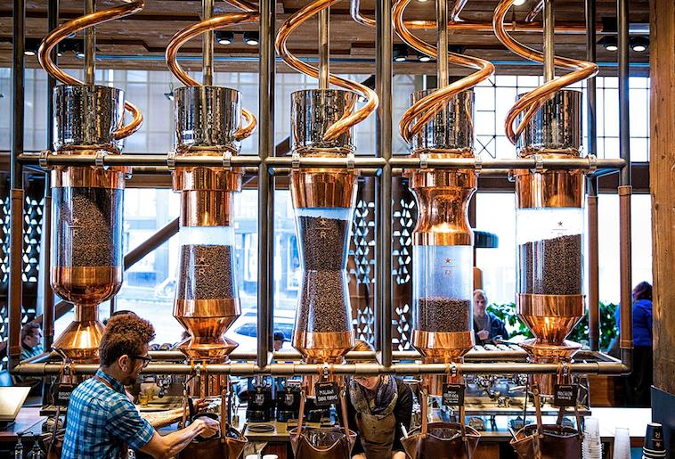 Arriva Starbucks: impareremo a fare il caffè da loro?